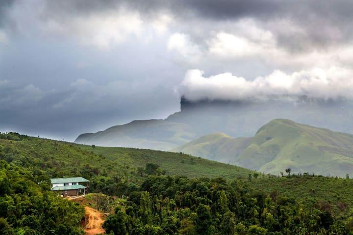 Kudremukh Homestay: Mountain view Villa