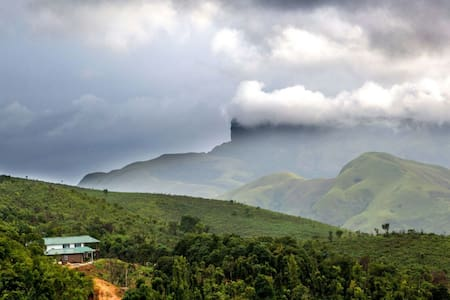 Kudremukh Homestay: Mountain view Villa