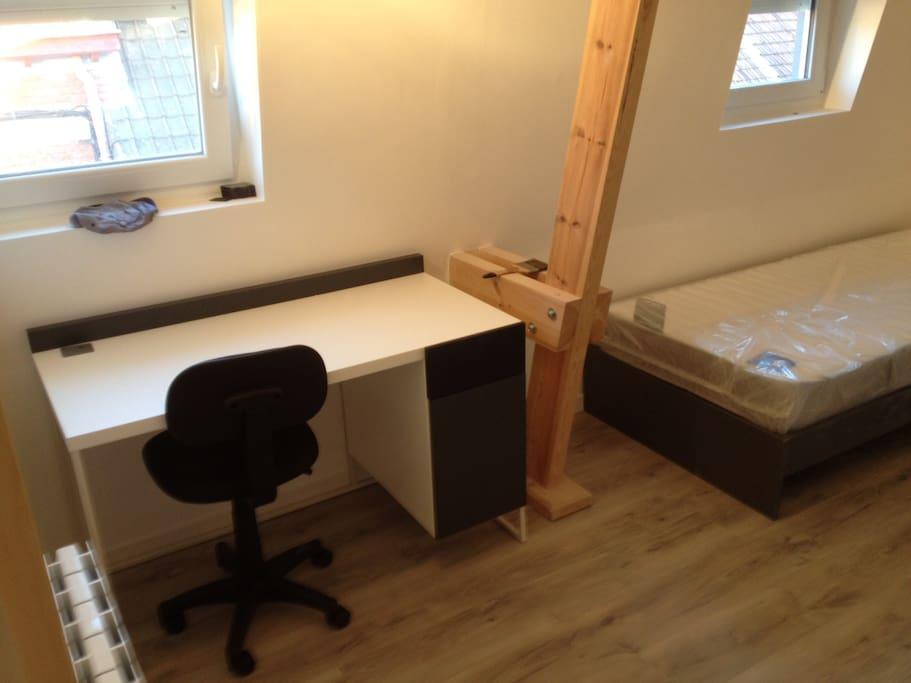 Chambre type etudiant en colocation apartments for rent for Chambre d etudiant