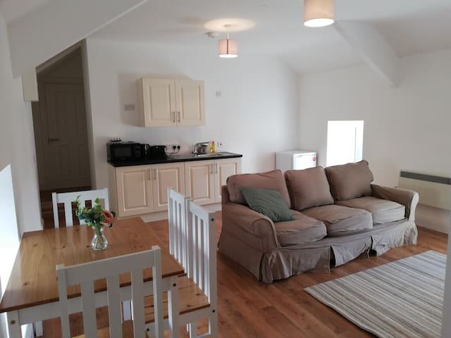 Newly renovated 1 bed apt along Wild Atlantic Way
