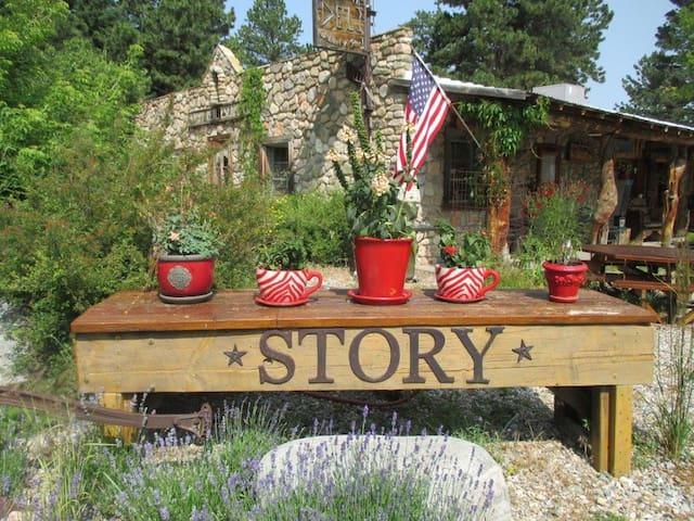 Waldorf A Story Guest Haus 2 bed/1 bath: Experience the beauty and serenity of the Bighorn mountains
