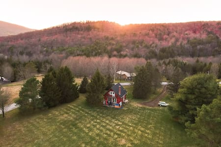 CozyCatskillChalet w/ Hot Tub (Catskill Mountains)