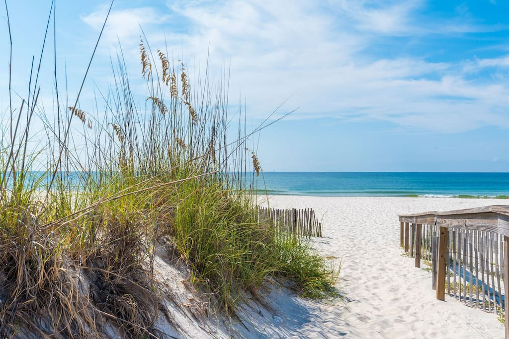 Relax and Enjoy the Gulf Breeze and Sound of the Waves