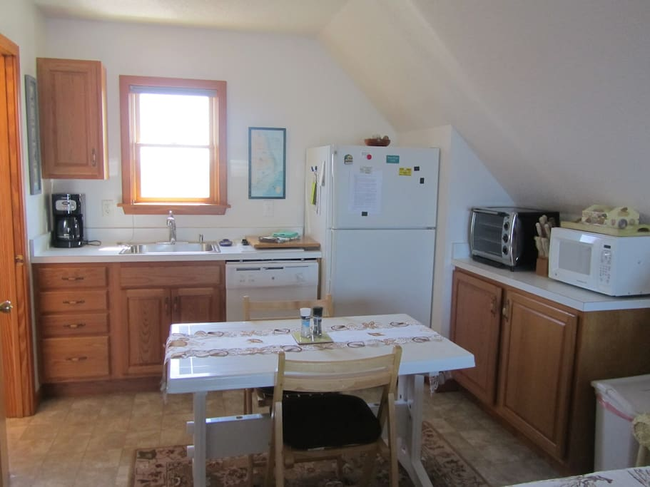 Well equipped kitchen with coffee and coffee machine, full-size refrigerator, dishwasher, two-burner stove, toaster oven and microwave.
