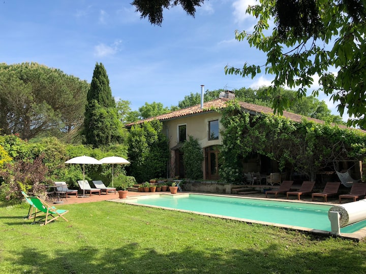 "French farmhouse ""La Rivière"" with gîte and pool"