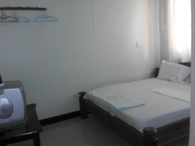 Cheap simple comfortable rooms in Dar es Salaam