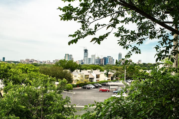 Barton Springs Loft - Amazing Skyline View!