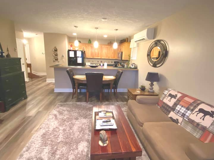 Booking Now for Condo close to Hawks Nest Tubing!