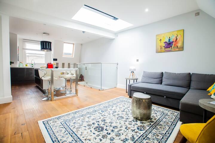 Modern Richmond Luxury Residence, ensuite, kitchen