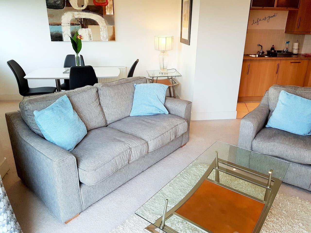 Stylish contemporary 2 bedroom apartment