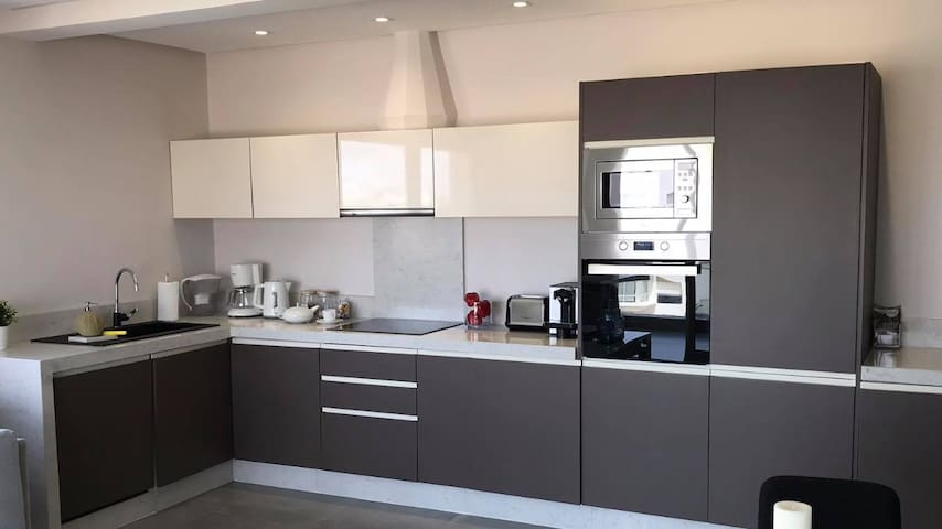 Fully equiped kitchen with dishwasher and washing machine