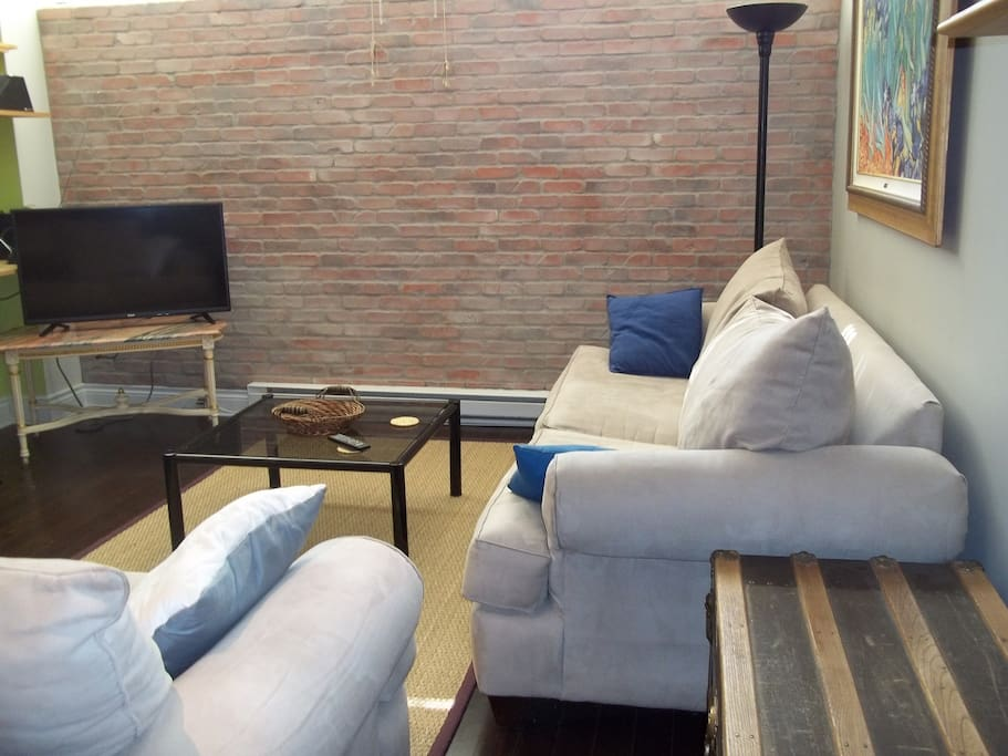 Condo fleur de lise lofts for rent in montreal qu bec for Don meuble montreal