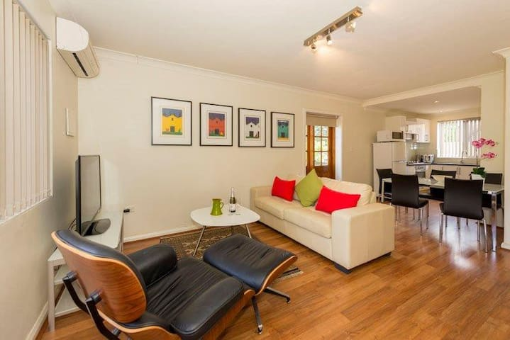 Mt Lawley 2 BR Affordable Luxury Minutes to CBD 1 - Inglewood - Departamento