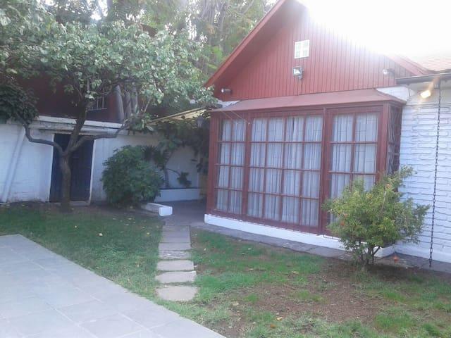 Casa cerca Metro Escuela Militar/Apumanque - Las Condes - Casa