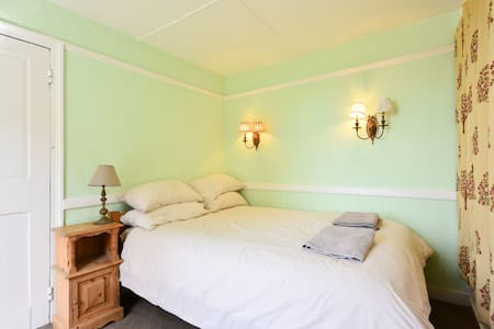 Ebenezer House, Old Town, Hastings - Bed & Breakfast