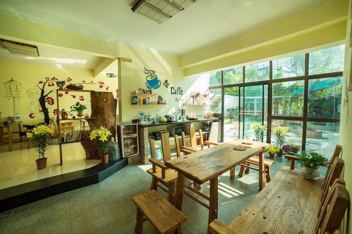 欢乐家庭6人间 - Zhuhai - House