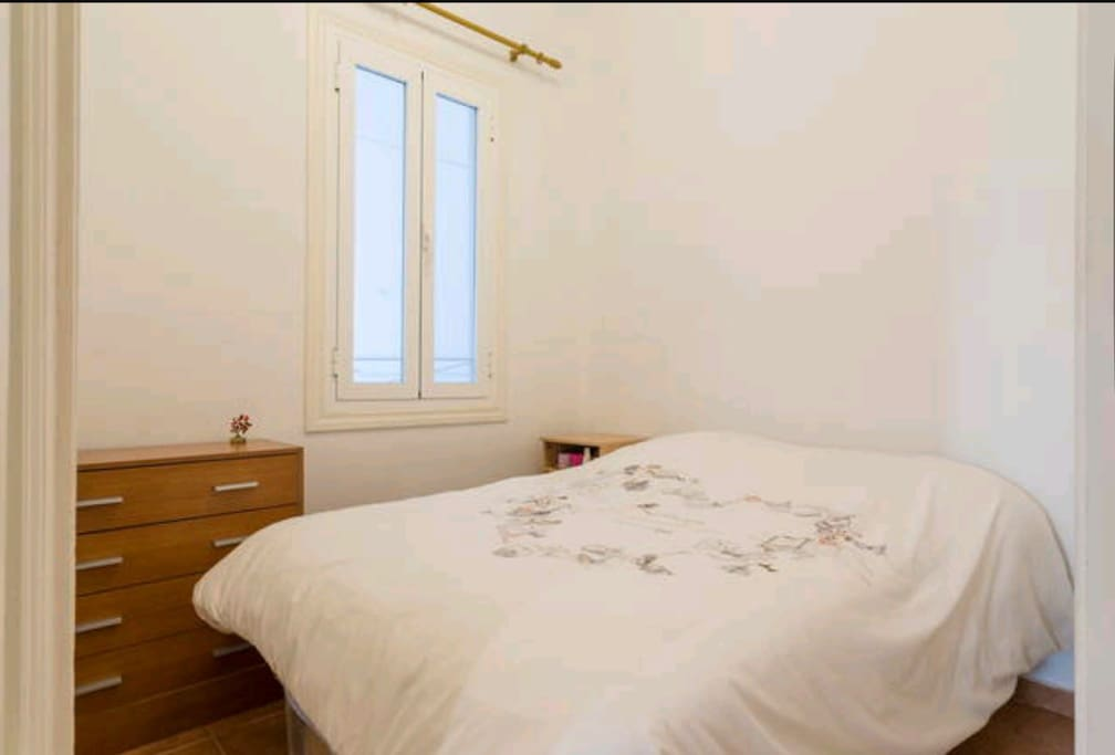 Indoors comfortable and lightly room double bed