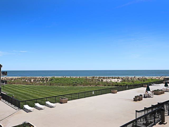C210: Updated 3BR Sea Colony Oceanfront condo| Private Beach, Pools, Tennis ...