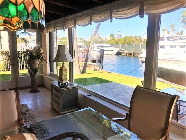 Waters Edge Retreat - Live the S Florida Lifestyle