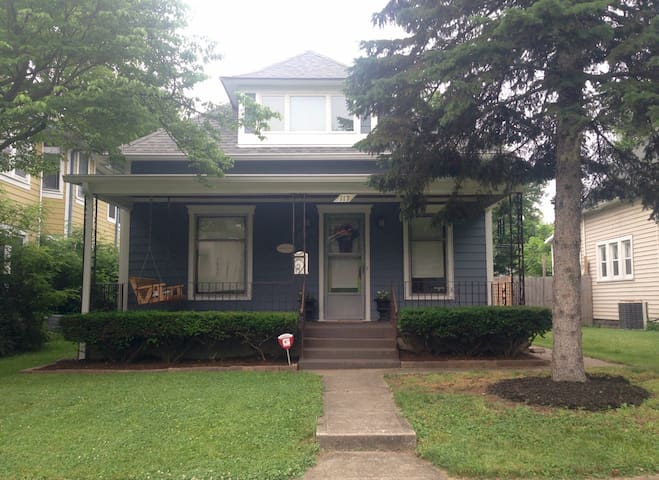 Charming Irvington Bungalow - Indianapolis - Bungalow
