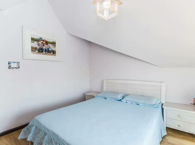 卧室4  1.5*2.0大床