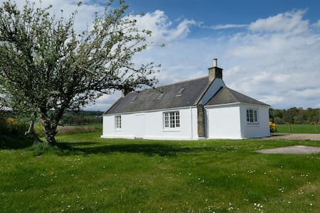 Snug Holiday Cottage- 2 bed. Beautiful Setting