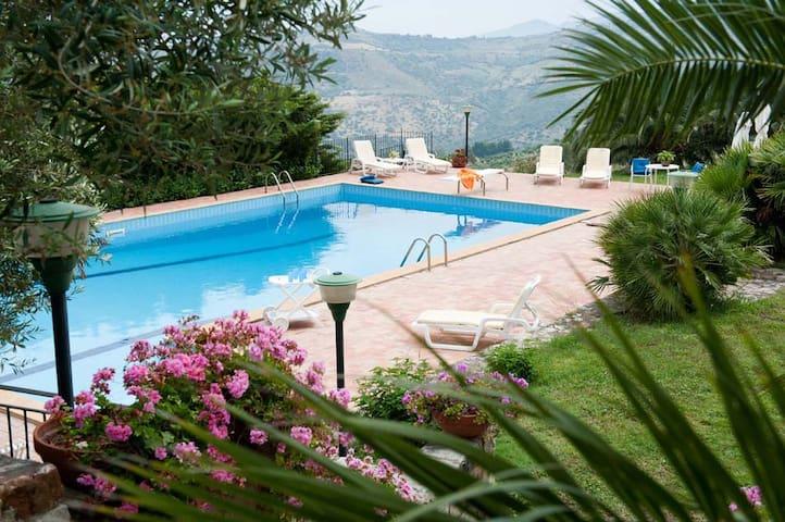 Villa Ivona 1, Cefalu, Sicily - Cefalù