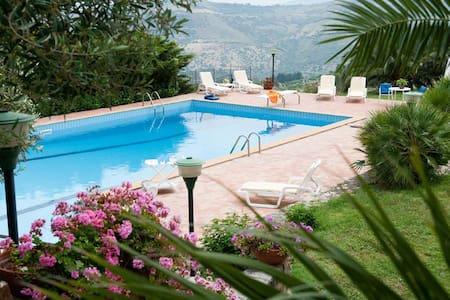 Villa Ivona 1, Cefalu, Sicily - เซฟาลู
