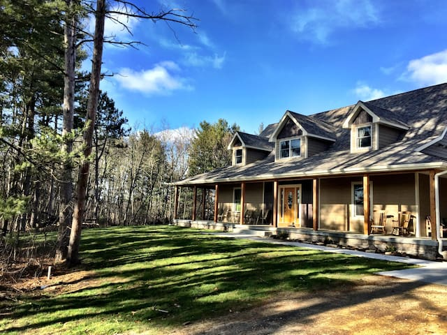 Green Lodge- Surrounded by Woods! Sleeps 20-40!