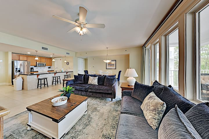 Spacious Bayside Condo at LaSata w/ Pool & Hot Tub