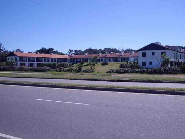Edificio Draga Inn parada 16 Playa Brava