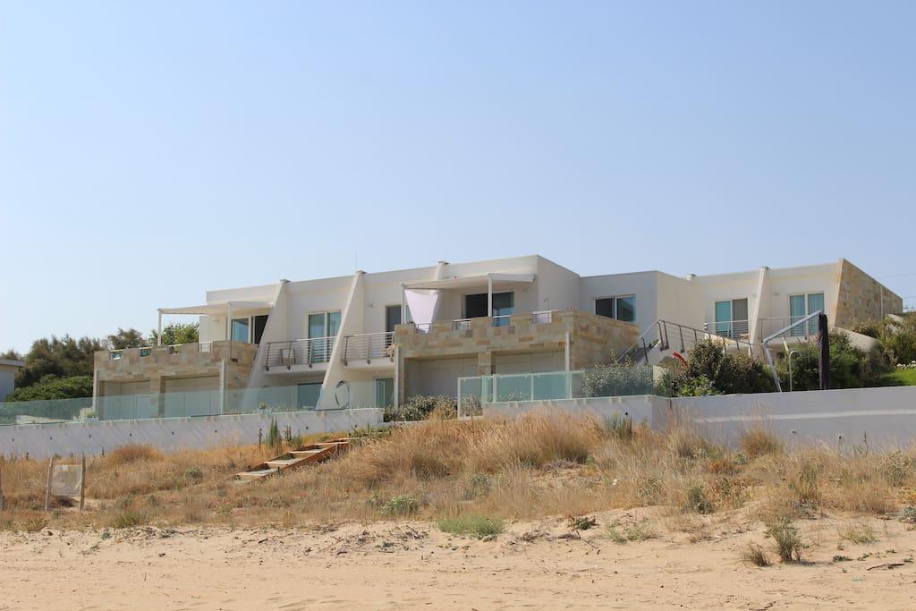 Vista struttura dalla spiaggia