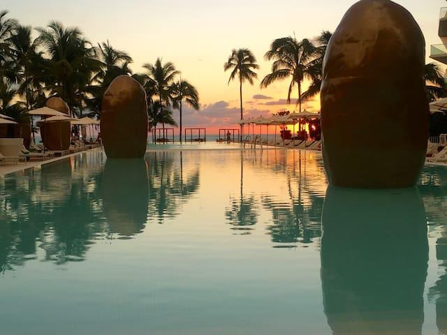 Stunning Condo & a Gem Beach!!