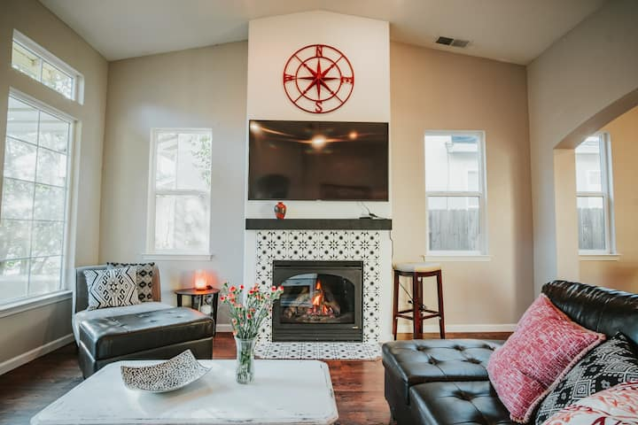 Cozy 3 Bedroom Close to shops and downtown