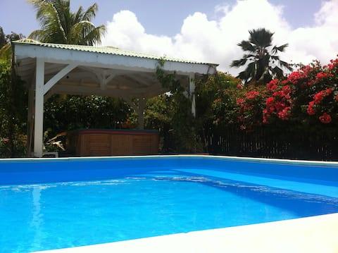 Studio à Sainte-Anne dans villa avec piscine