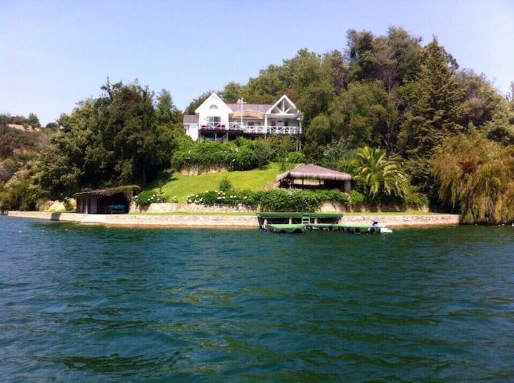 Espectacular casa a orillas del Lago Rapel