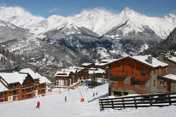 Joli Appartement plein centre   départ et retour ski aux pieds