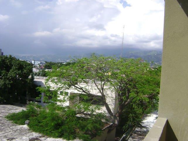The Hugh Suites - Kingston - Apartment