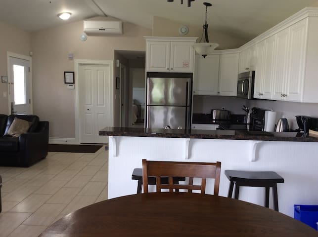 Fully equipped kitchen with full size appliances. Just bring your food :)