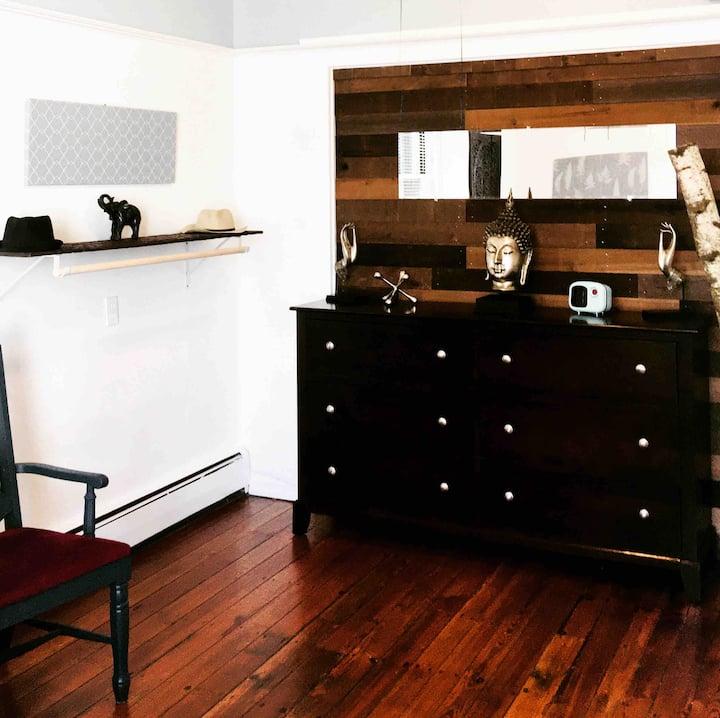 Chez Favreau - Separate Entrance First Floor Suite