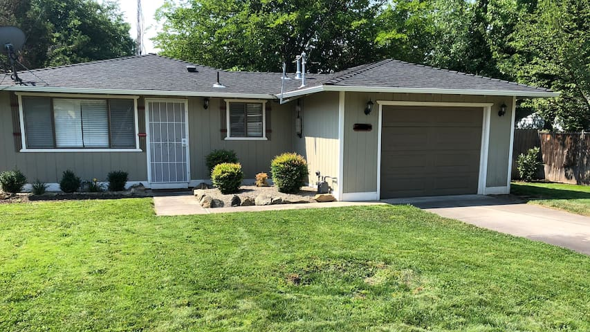 Great E. Medford 3bd2bth home conveniently located
