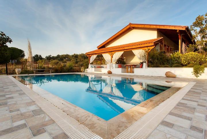 Ionia #1 - Luxury strawbale accommodation & pool
