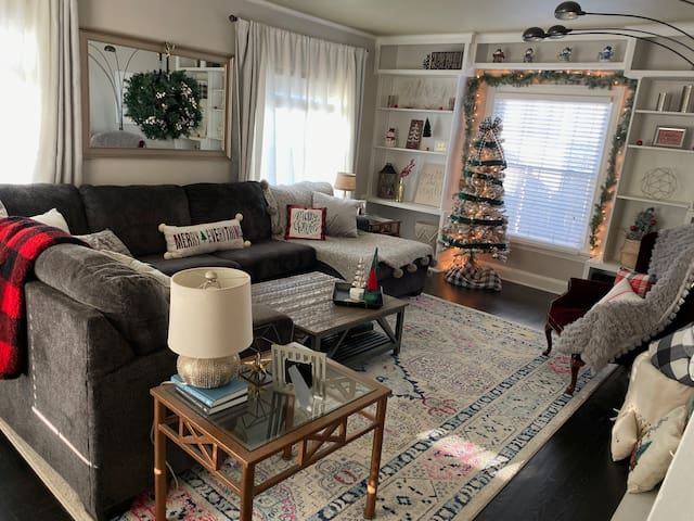 Cozy home, close to Lambeau Field and downtown.