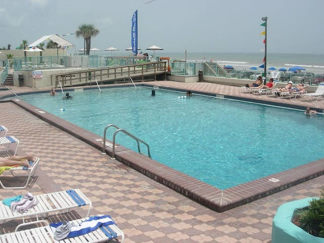 Daytona Beach Fountains - Tiki Bar on the Ocean