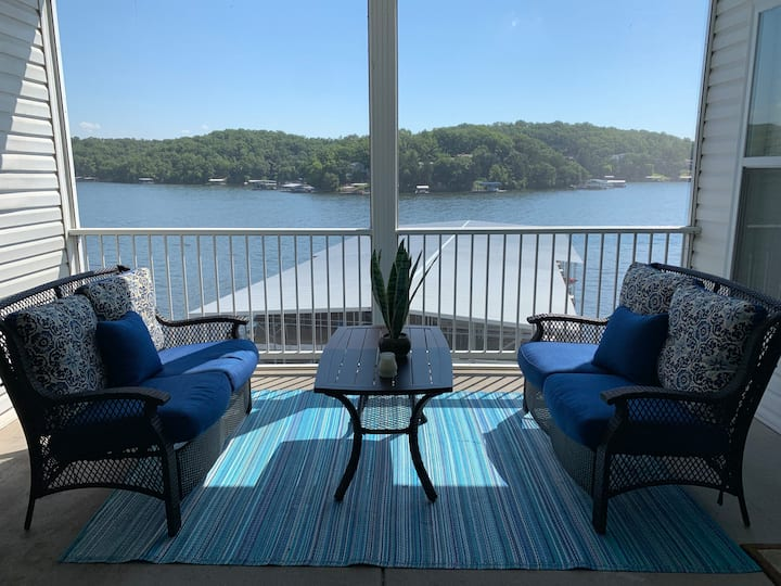 Gorgeous lake view with boat slip included! (Zeus)