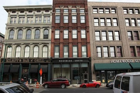 1,999 Sq Ft Loft on Meridian St. Next to Kilroy's - Indianapolis - Appartement en résidence