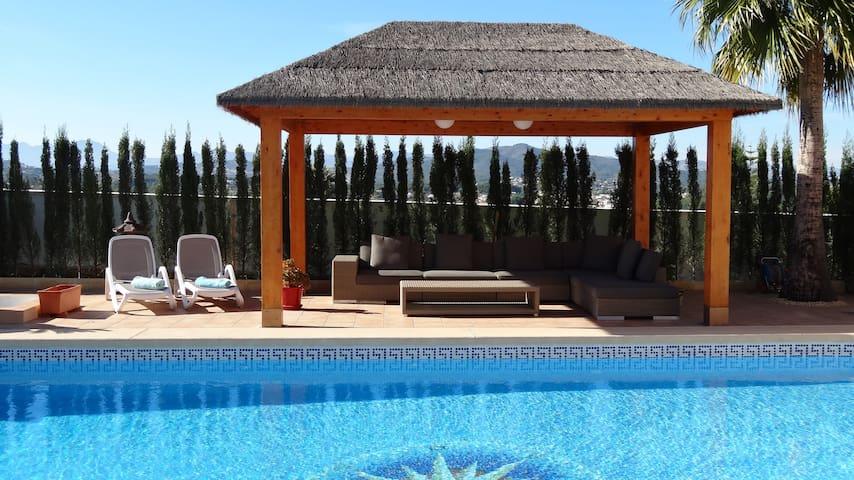 Villa, private pool, A/C, wifi, walk to Javea.