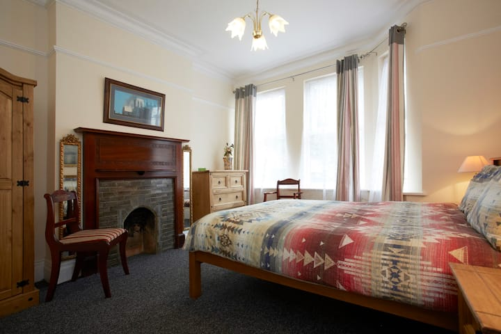 Lovely double room - 10 mins from York Centre