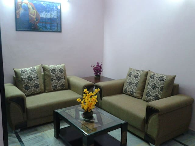 Classy One bedroom Apartment in Noida - Нойде - Квартира