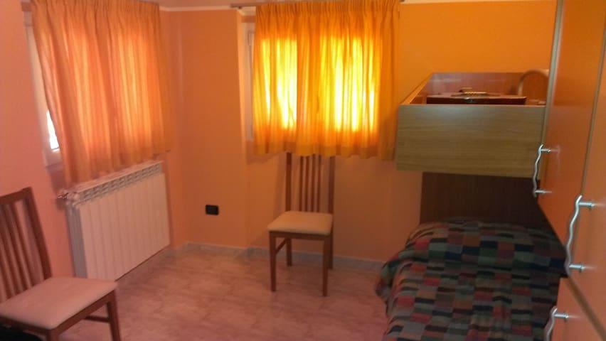 Camera Singola + disponibilità secondo letto - Scoppito - Wohnung